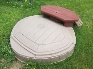 Step 2 Outdoor Sandbox with corner picnic table, good condition