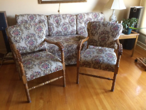 Antiquité, fauteuil et chaises