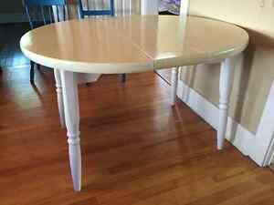 White table 42in round with 10in leaf