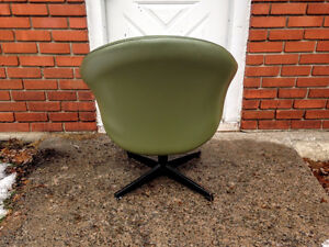 Fauteuil Bucket Chair / Egg Chair 1960/70's Retro / Vintage West Island Greater Montréal image 2