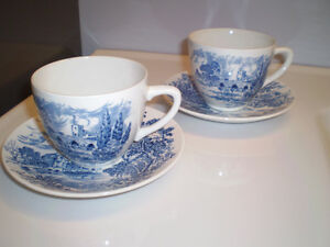 Vintage 2 cups and matching saucer