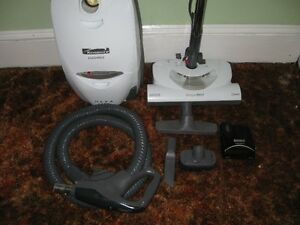 KENMORE VACUUM CLEANER W/POWER NOZZLE&ALL ATTACHMENTS & 2YR WARR