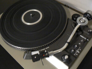 *** I WANT TO BUY YOUR  BROKEN TURNTABLE ***