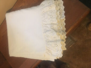 Selling white queen size bed skirt