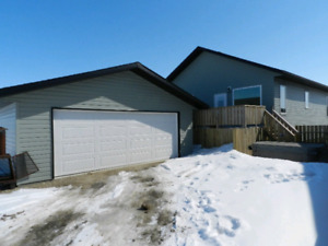 24x24 Garage for rent in Innisfail