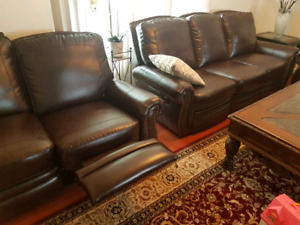 couch set from Ashley furniture excellent condition