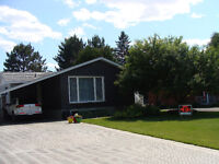 Lovely Landscaped Home for sale in Espanola