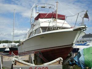 1981 Carver Sport Fisher Cruiser - 28 Feet (Power Boat)