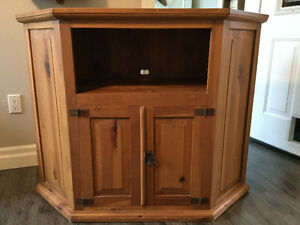TV/Entertainment/Hutch cabinet