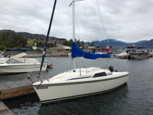 1990 Hunter 18.5 sailboat