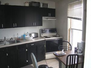 NO LEASE NO CREDIT CHECK SHARED ACCOMODATIONS ALL INCL. ASAP !!! London Ontario image 2