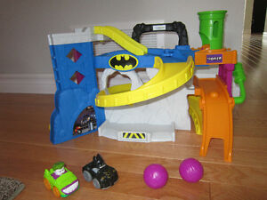 Fisher Price Little People Wheelies DC Race 'n Chase Bat Cave