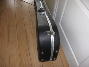 Like new acoustic guitar case; not a scratch.