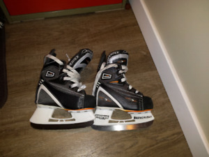 Youth/toddler size 6 skates, excellent condition