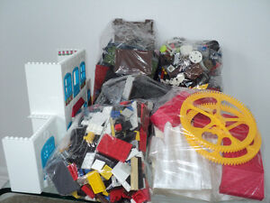 MEGA BLOKS/OVER 900 PIECES/SAME SIZE/COMPATIBLE WITH LEGO BLOCKS Cornwall Ontario image 2