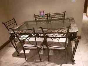 Dining table and chairs Stratford Kitchener Area image 2