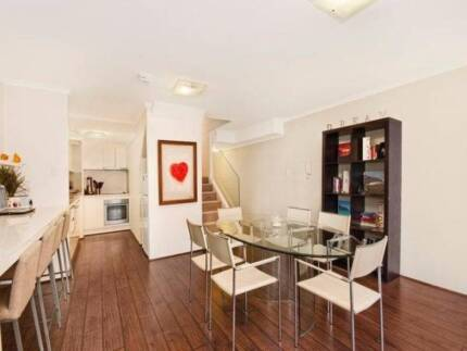 BRIGHT LARGE ROOM FOR RENT IN POTTS POINT