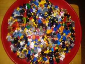 Lots of lego minifigures (200+)