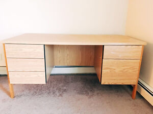 Wood Desk (in excellent condition)