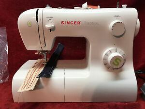 Machine à coudre Singer 2277 Singer sewing machine  2277
