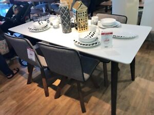 Structube dining table (Sarah) - moving sale