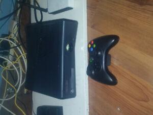 Xbox360 250g ,manette, 12 jeux, fils HDMI et branchement
