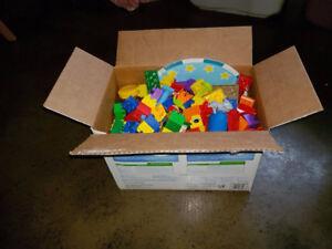 Caisse blocs / blocks lego megablocks DUPLO variés