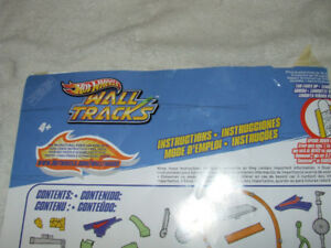 Hot Wheels Wall Tracks Starter Set Spinning Loop - Complete -$20