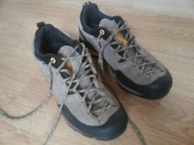 La sportiva men shoes trek hiking walking sports size 9.5 GTX