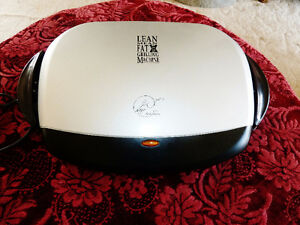 MEDIUM SIZE GEORGE FOREMAN GRILL