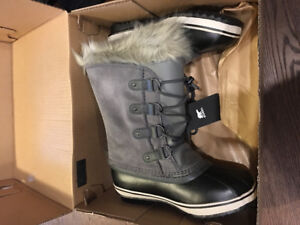 """""""Joan of Arctic"""" Childrens Boots size 6"""