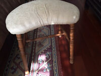 Antique Stool /Tabouret antique