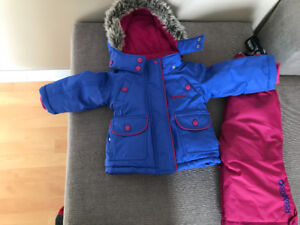 Girls OshKosh snowsuit (12 Months)