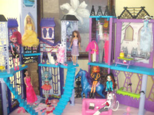 monster high house/dolls/horse/clothes