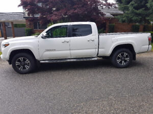 2016 Toyota Tacoma Limited V6 Double Cab 4x4. - Lease Takeover