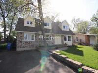 Jolie maison canadienne de 5 chambre,foyer et piscine c à vendre