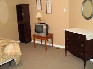 Large furnished room for rent in Alliston