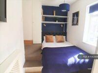 1 bedroom flat in Charleville Road, London, W14 (1 bed) (#1082956)