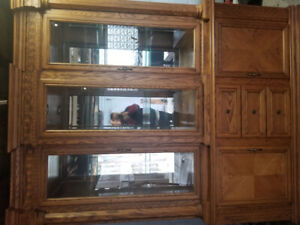 BEAUTIFUL SOLID OAK BUFFET/HUTCH!!
