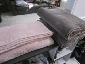 Kate Spade Queen Size Blankets..NEW..out of pkg: $23.00