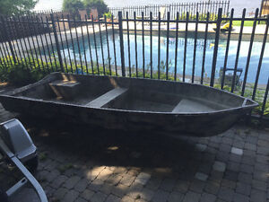 14 foot fibreglass fishing/duck boat ZERO LEAKS
