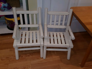 2 white toddler chairs