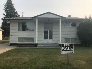 Bi-level house for sale - 102 Maple Road West, Nipawin