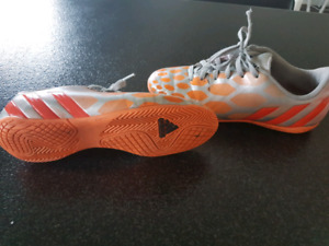 Women's size 6.5 Adidas indoor cleats