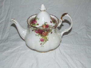 Large Royal Albert Vintage Old Country Roses Teapot
