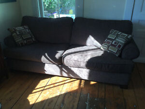 Comfy couch in like new condition