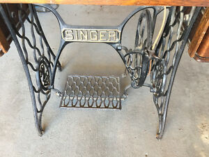 Antique Singer Sewing Machine and cabinet Regina Regina Area image 3