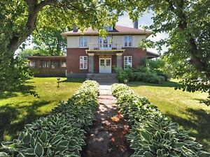 Coteau du Lac  a bed and breakfast or a home office. West Island Greater Montréal image 1