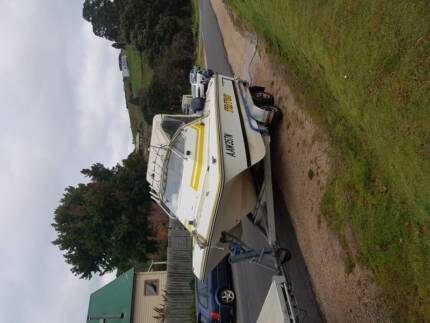 Tri hull Boat in Good condition