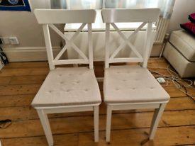 2 white chairs, dining chairs